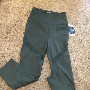 NWT!! Avia Hunter Green work out capris leggings